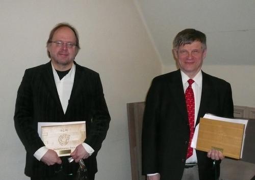 Ansioplakettien saajat v. 2011 Pekka Virtanen (vas.) ja Matti Kärkkäinen.